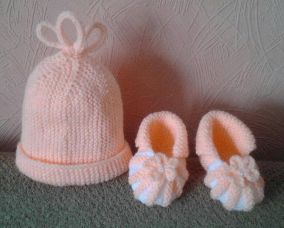 Шапочка и пинетки для новорожденного в комплекте к пл. - Pinterest