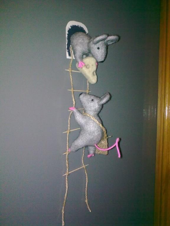 Магнит на холодильник мышки воришки